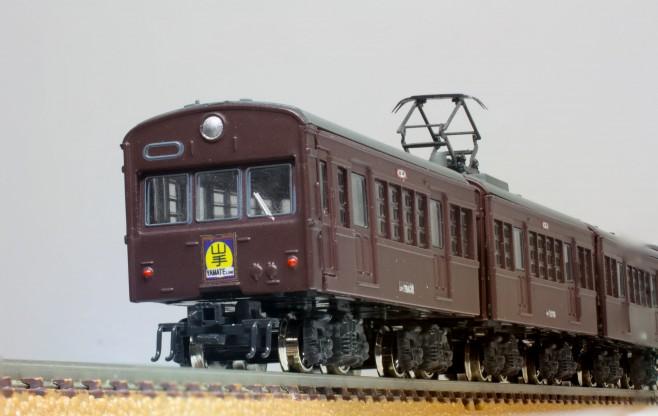 先頭車はクハ79、2両目はモハ72で組んでみました。パンタグラフは旧型国電風に交換、台車もKATO製に交換しました。