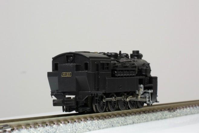 タンク機関車なので後方視界がよさそうです。こちら側を前位として運用したこともあるのではないでしょうか。