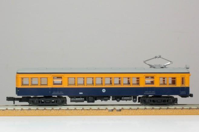 3両編成の最後尾もやはりデハ1910です。1950年には2000形に改番され、後継の1700形が登場するまでは特急として運用されていました。
