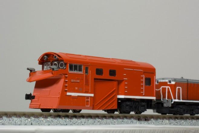 ラッセルヘッドも車両の一部なので、DD16と同じ「304」のプレートが取り付けられています。