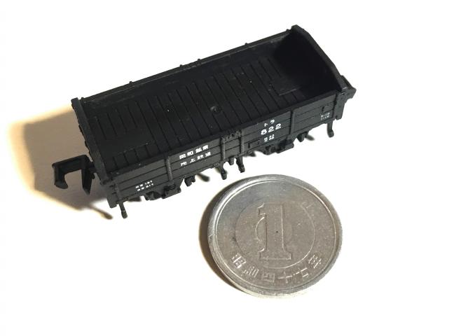 トラ800(ワンマイル製)はとても小さく、1円玉が大きく見えます。