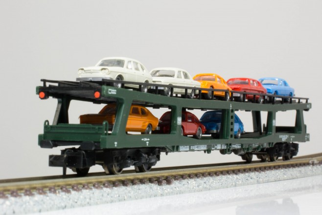 Fleischmannの2階建車運車。車両の両端部分に傾斜があるのが特徴的です。