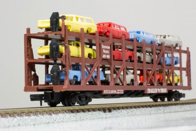 Arnoldoは米国では「ラピード」(Rapido)というブランド名で展開されていました。3段積みの車運車迫力あります。