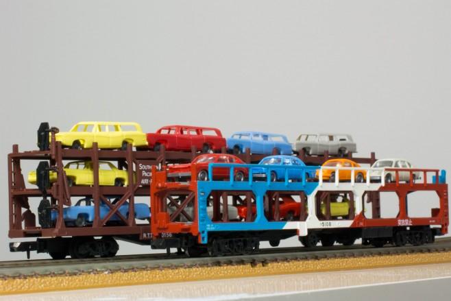 国鉄ク5000と並べてみました。その大きさの違いに驚きです。