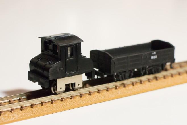作成中の銚子電鉄デキ3(ワールド工芸製)と並べてみると、とても似合うことに驚きます。これは楽しいです!