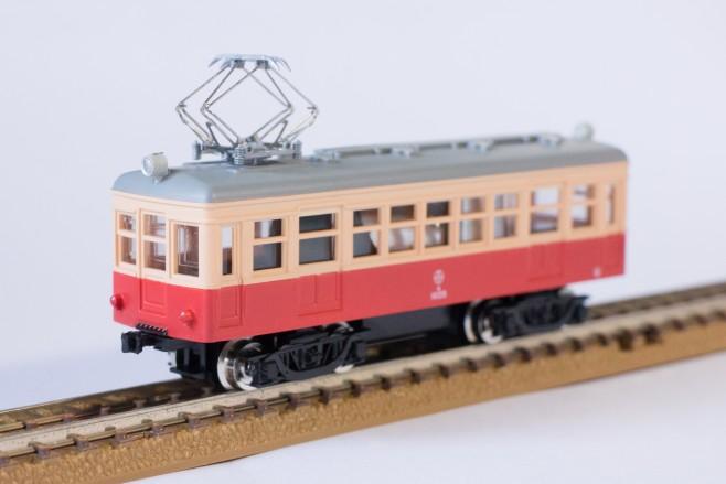 無事、富井電鉄モ1033が走行できるようになりました!なお車内のウエイトやモータが目立つので、今後黒く塗装するか思案中です。
