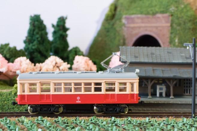 てつもぶのレイアウト「猫吠駅」に入線する富井電鉄の車両。素敵です!
