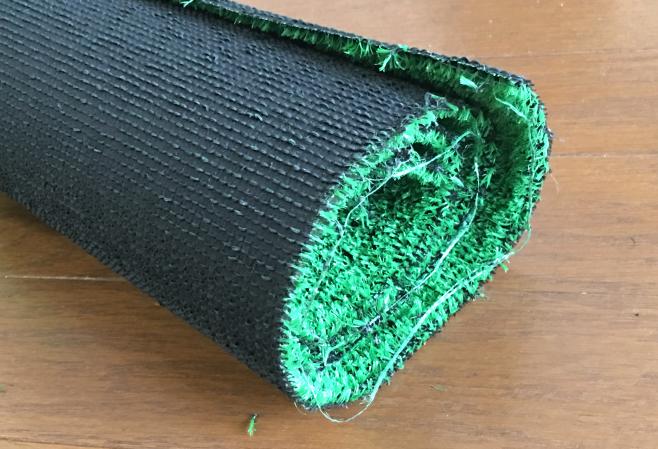 幅90cm、長さ50cmの人工芝です。1000円あれば畳1畳分の田んぼが作れます(笑
