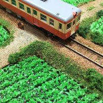 ジオラマ「夏の田んぼとローカル線」完成写真です。